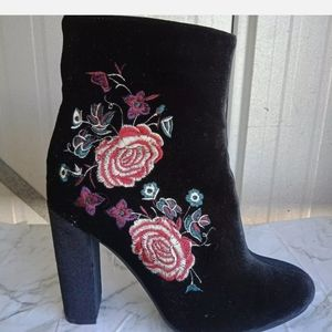 Therapy Embroidered Floral velvet boots Size 9